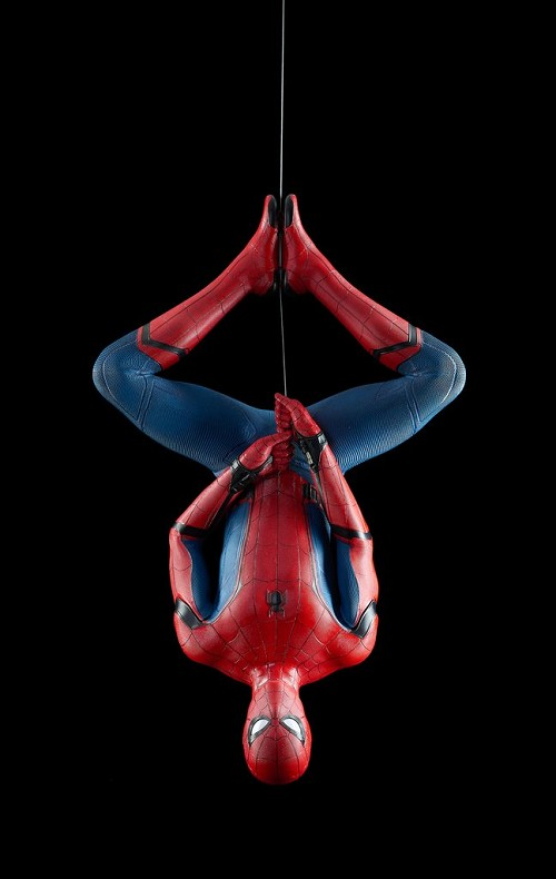 "SPIDER-MAN: HOMECOMING - ""SPIDER-MAN"" LIFE-SIZE STATUE, hanging version"